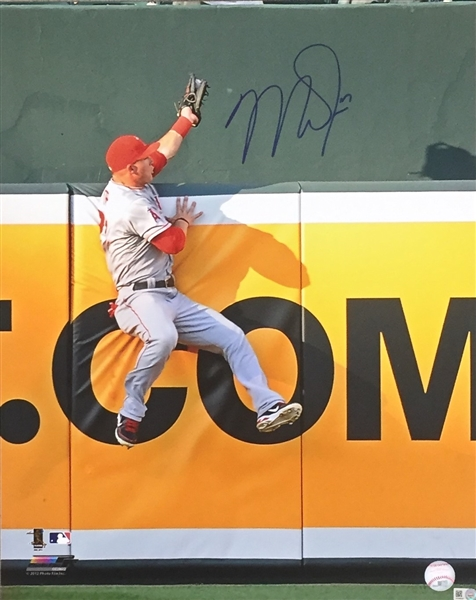 MIKE TROUT ANGELS  SIGNED 16X20 The Catch PHOTO MLB Authenticated (Reserve Met)