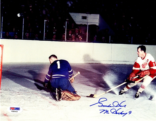 Gordie Howe Signed Detroit Red Wings Shooting Goal 8x10 Photo (PSA/DNA)