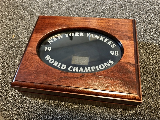 New York Yankees 1998 Balfour original Players World Series Championship Cherry and Etched glass Ring boxes